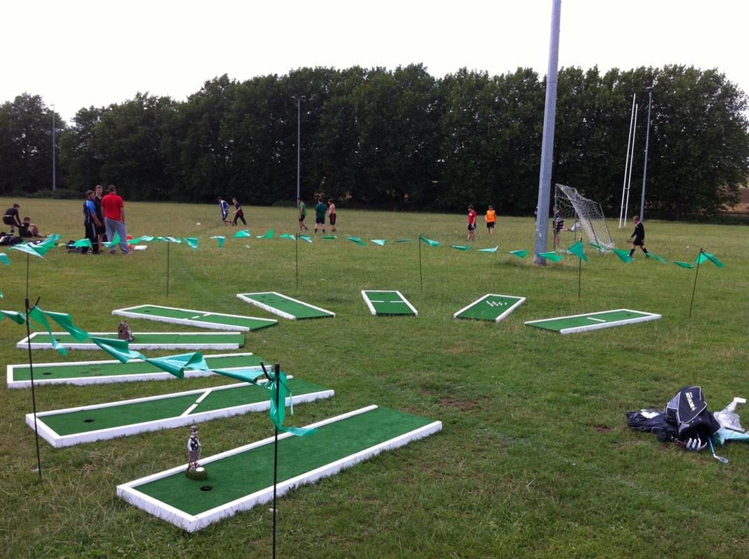 Crazy golf hire london for Chair network golf
